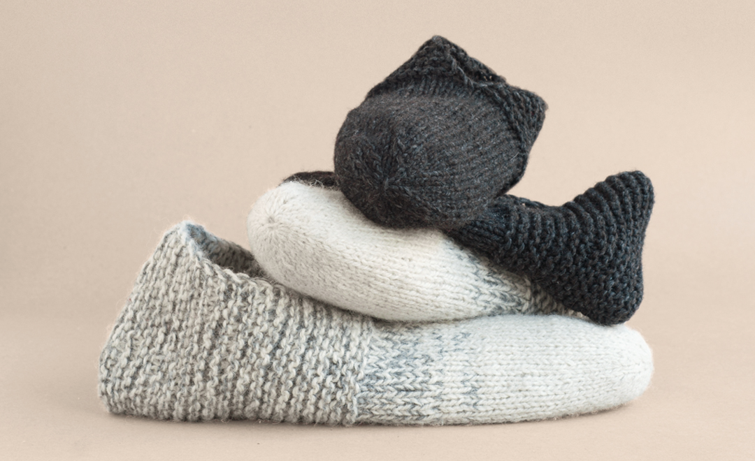Simple house slippers temple of knit for Minimalist house slippers